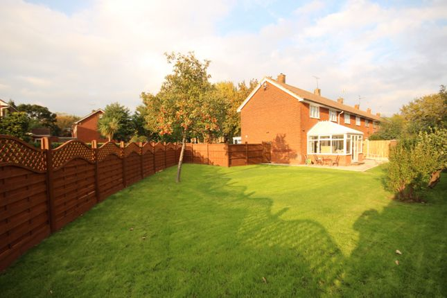 Thumbnail Property to rent in The Fryth, Basildon