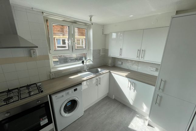Thumbnail Flat to rent in Hathaway Crescent, London