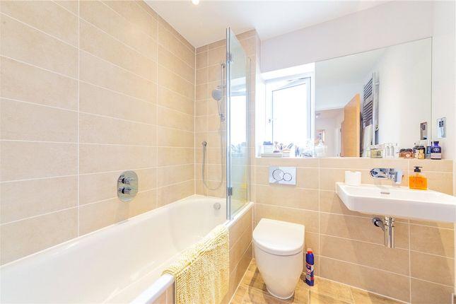 Family Bathroom of Pipistrelle, Fleet, Hampshire GU51