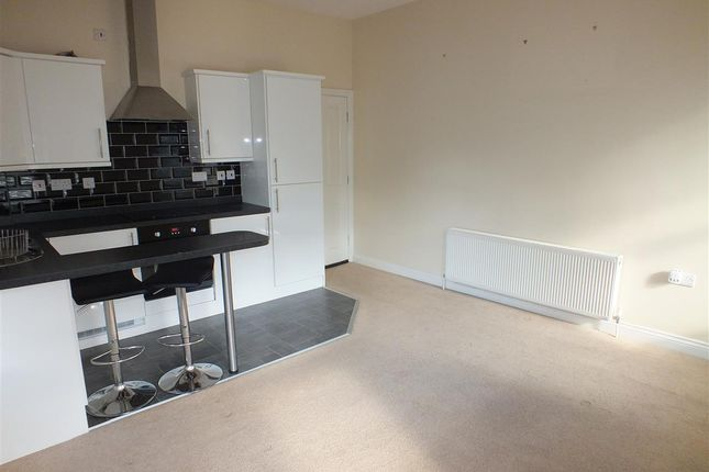 Thumbnail Flat to rent in Flat 4, Castle View, 5 Marine Parade, Peel