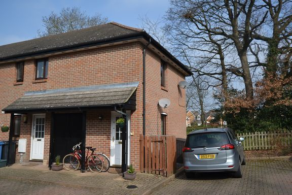 Thumbnail Maisonette to rent in Wooland Court, Church Crookham, Fleet