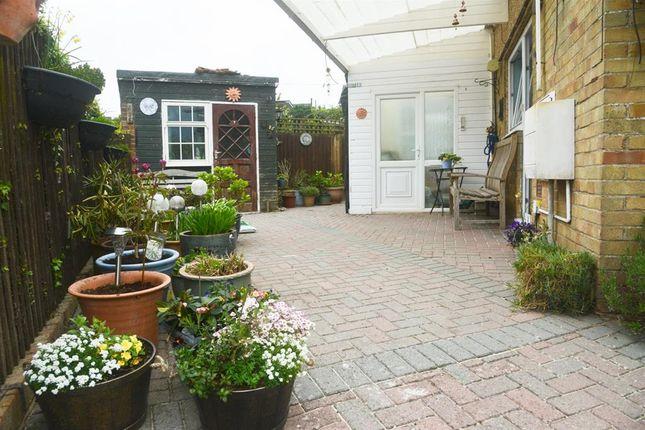 Larksleaze road longwell green bristol bs30 2 bedroom for Greens dining room zetland road bristol
