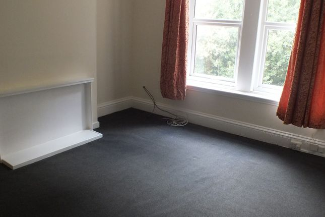 Thumbnail Flat to rent in Oak Road, Potternewton, Leeds