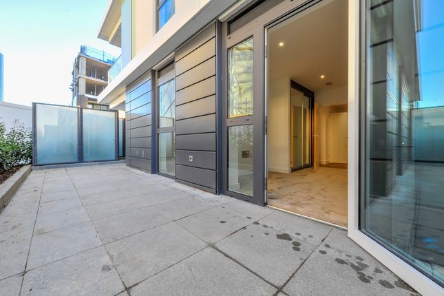 2 bed flat to rent in Nine Elms Point, Wandsworth, London Sw18