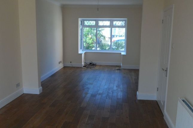 3 bed end terrace house to rent in Oakhurst Road, Enfield