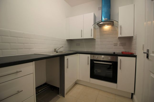 Thumbnail Flat to rent in Green Lane, Hadfield, Glossop