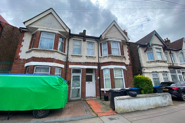 2 bed flat for sale in Whitehall Road, Thornton Heath CR7