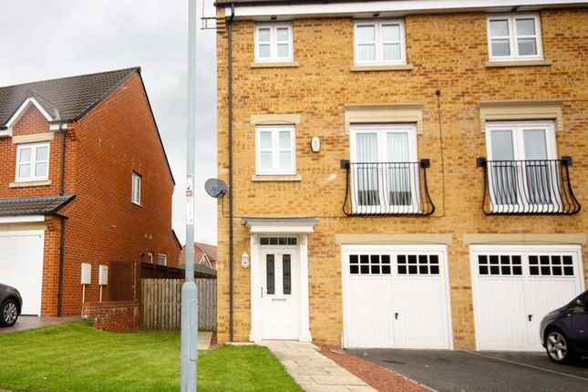 Thumbnail Town house to rent in Youens Crescent, Newton Aycliffe