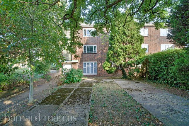 Thumbnail Flat to rent in Sutton Court Road, London