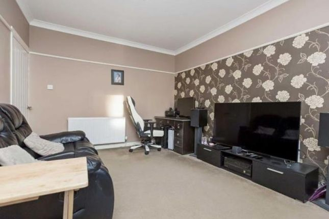 Thumbnail Flat to rent in 42 Burns Street, Dunfermline