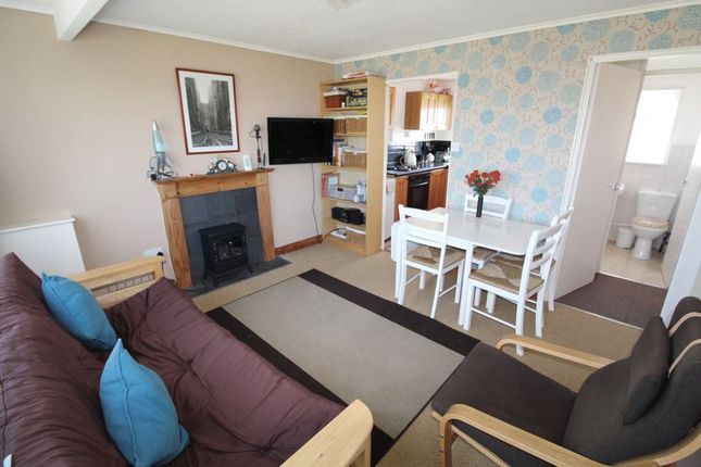 Living Area of California Road, California, Great Yarmouth NR29