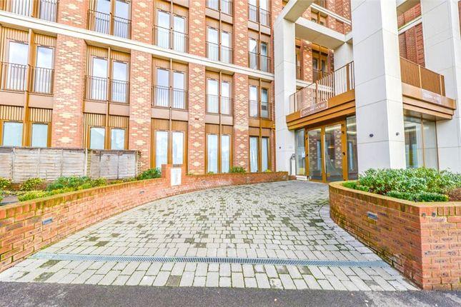 Thumbnail Flat for sale in Grosvenor Road, St.Albans