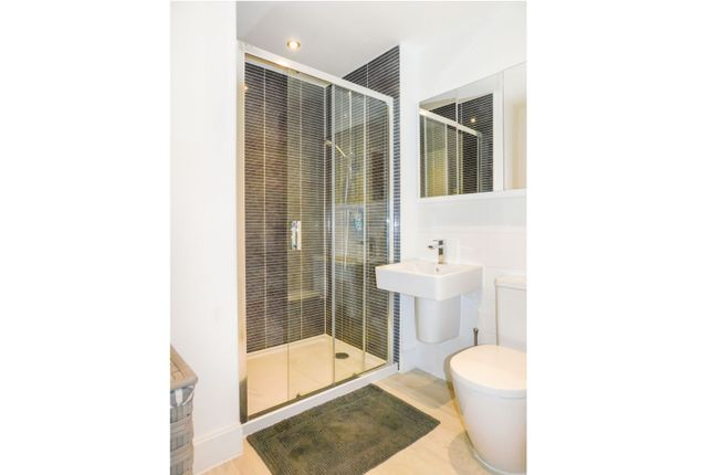 En-Suite of Havenhill Road, Tetbury GL8