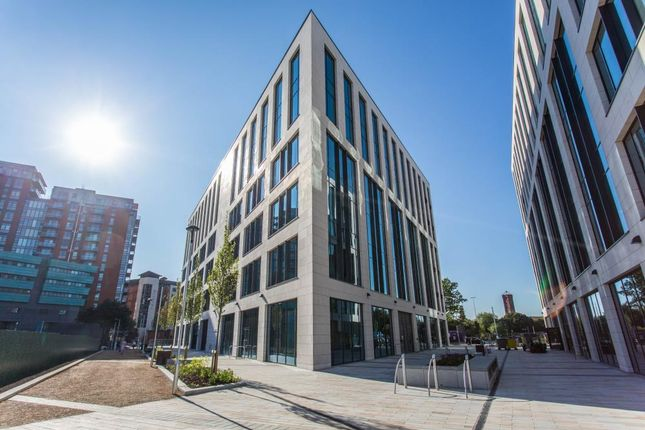 Office to let in Wellington Place, Leeds