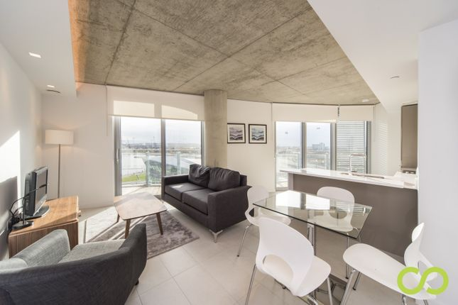 Thumbnail Flat for sale in Hoola East Tower, Canary Wharf, London