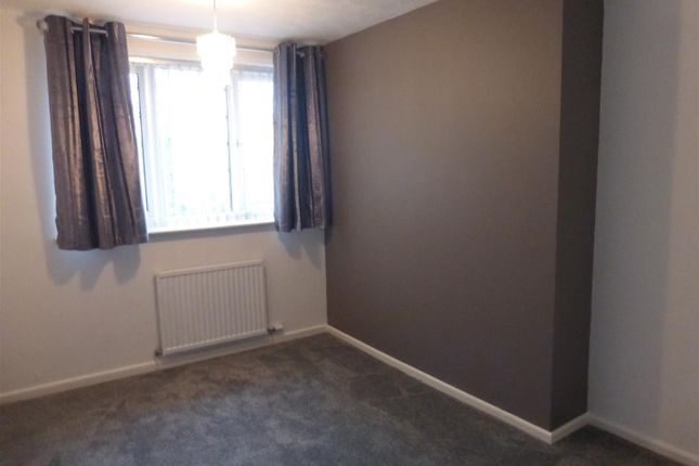 Large Front Bedroom (2)