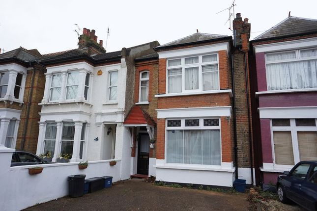 Thumbnail Flat to rent in Avenue Road, Westcliff-On-Sea