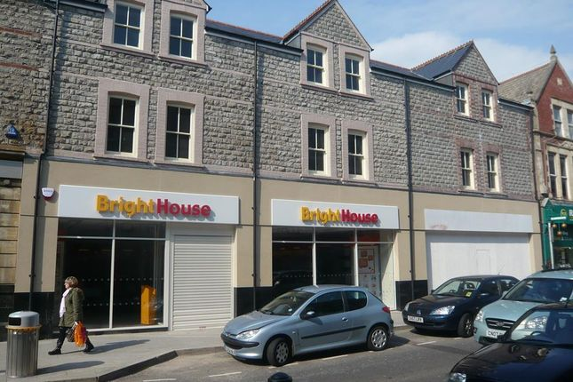 Retail premises to let in 79 Holton Road, Barry