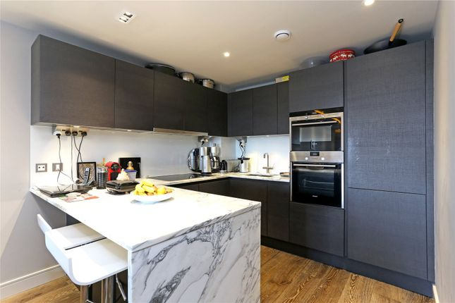Flat for sale in Distillery Wharf, London