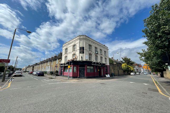 Thumbnail Pub/bar to let in Pelton Road, London