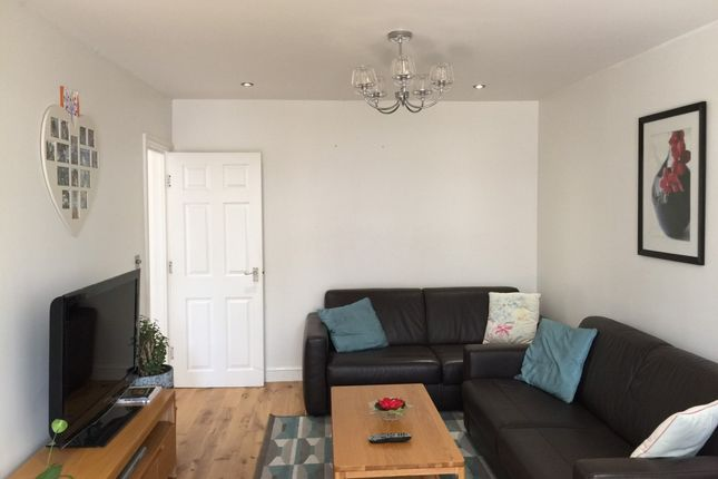 Thumbnail Flat to rent in Cayton Road, Greenford