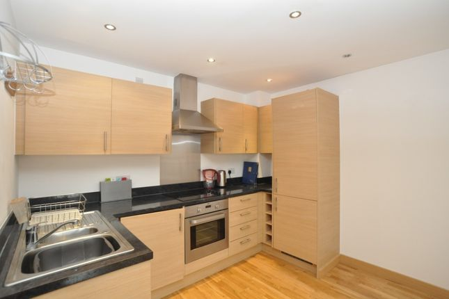 2 bed flat to rent in Walsworth Road, Hitchin SG4