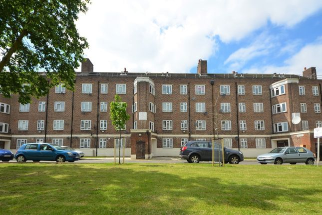 Thumbnail Flat for sale in Cherry Close, Tulse Hill, London
