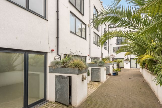 Thumbnail Town house to rent in Coopers Yard, Islington, London