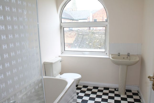 Bathroom (Main) of Vicarage Lane, Hessle HU13