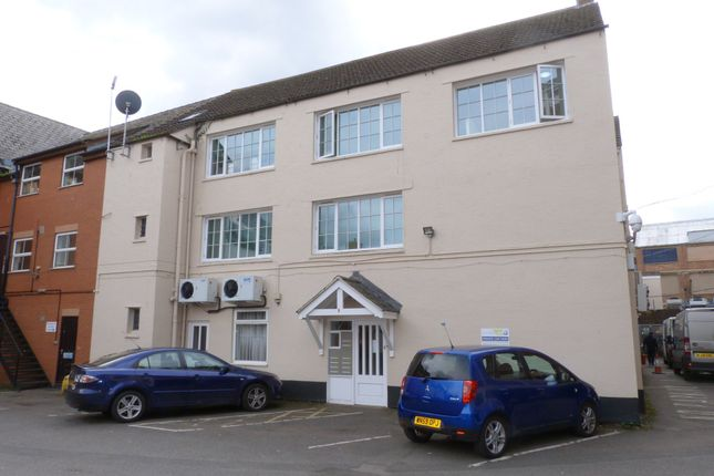 2 bed flat to rent in The Chestnuts, Southgate Street, Gloucester