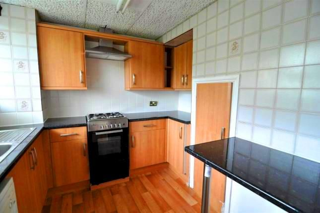 3 bed flat to rent in Stepney Green, London