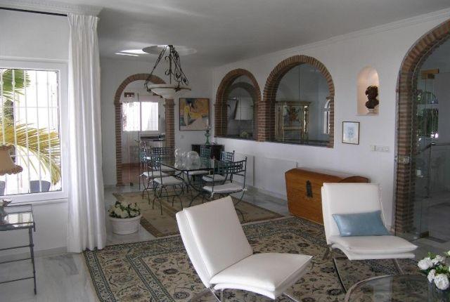 2. Lounge Area (2)