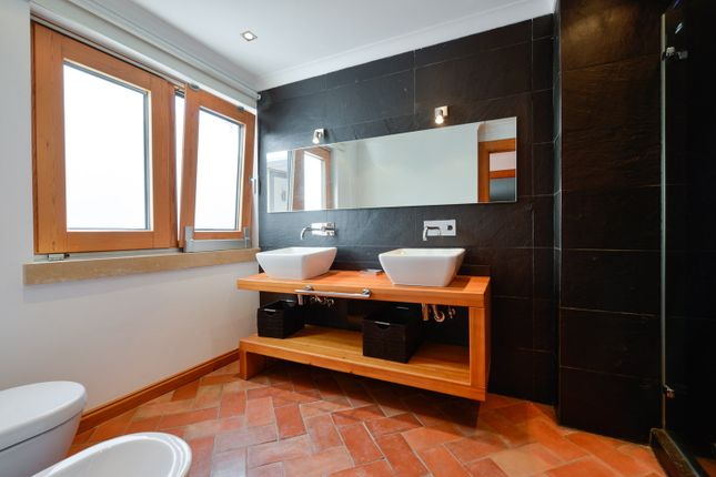 Lower Level - Bathroom