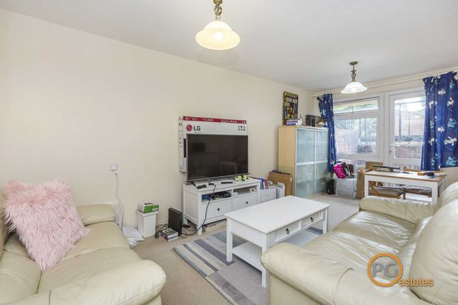 1 bed flat to rent in Half Moon Crescent, Islington, London N1