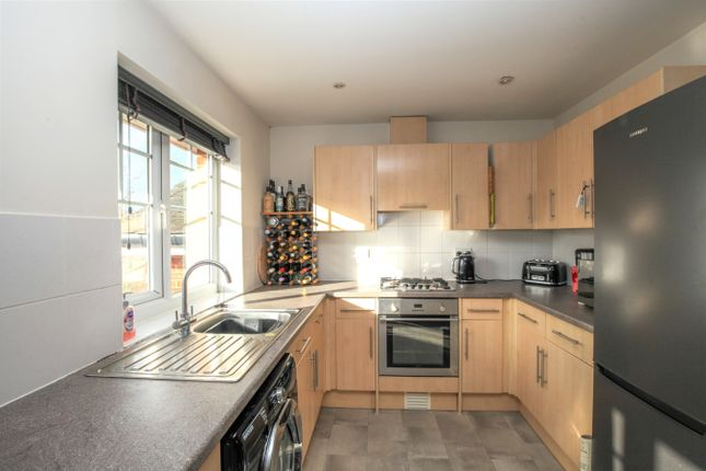 Thumbnail Flat for sale in Kennedy Road, Horsham