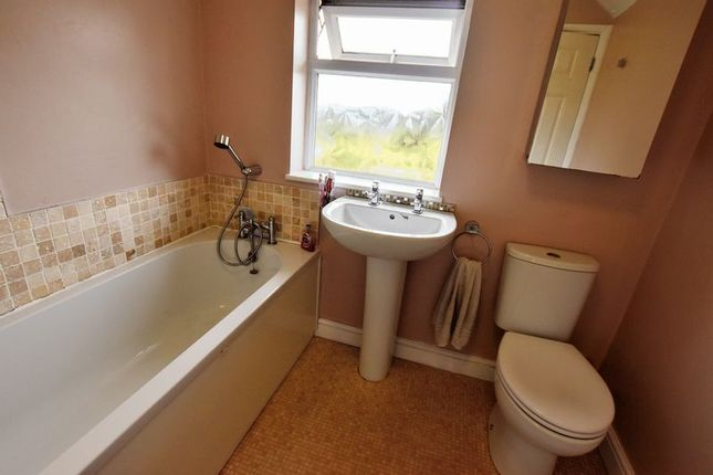 Bathroom of Newton Road, Bletchley, Milton Keynes MK3