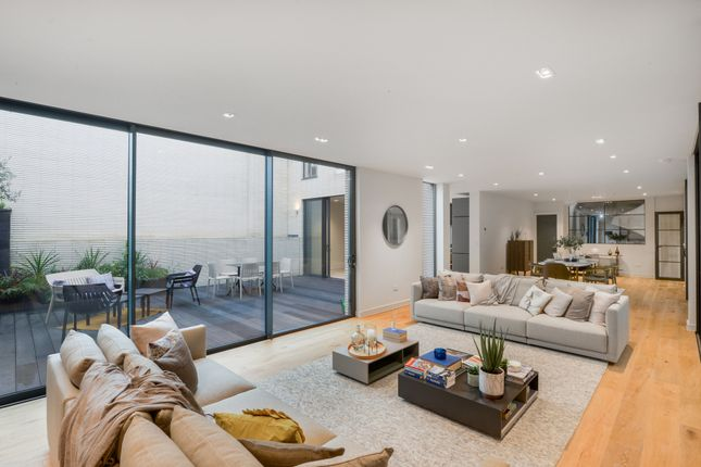 Thumbnail Town house for sale in Streatham Common South, London