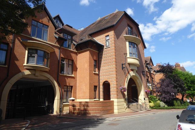 Flat to rent in Station Road, Henley-On-Thames