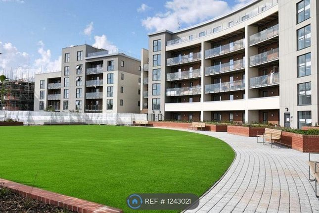 2 bed flat to rent in Manor Way, Borehamwood WD6