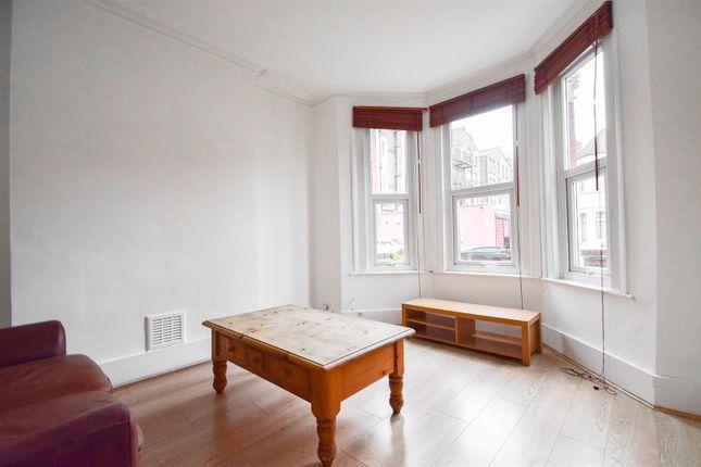 Thumbnail Flat to rent in Roseberry Gardens, London