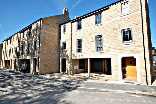 Thumbnail Town house for sale in Victoria Street, Glossop