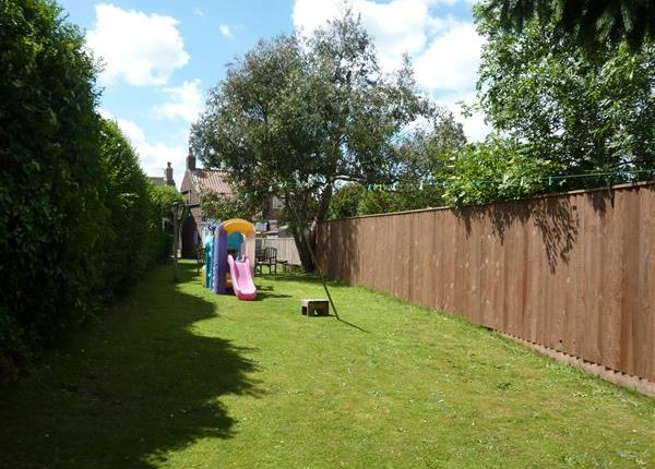Thumbnail Cottage for sale in Riby Road, Keelby, Grimsby