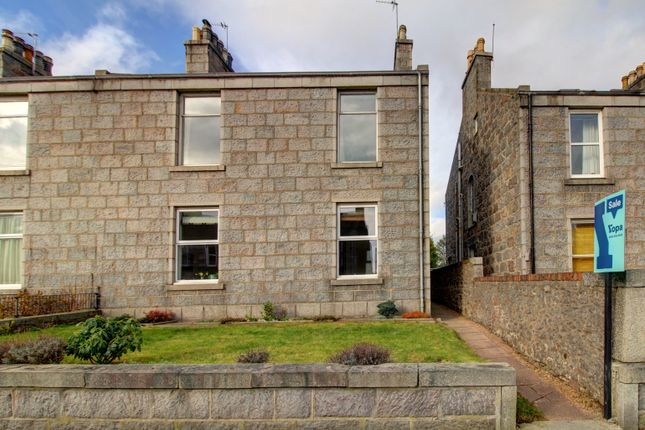Thumbnail Flat for sale in Irvine Place, Aberdeen