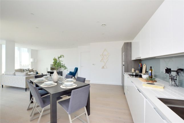 Picture No. 14 of Wyndham Apartments, 60 River Gardens Walk, Greenwich, London SE10