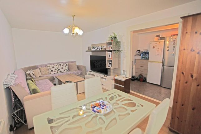 Thumbnail Flat for sale in Caldy Walk, London