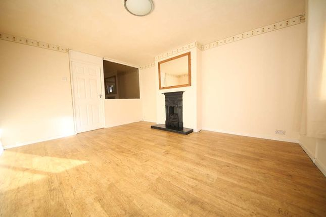 Thumbnail Semi-detached house to rent in Gledhow Wood Road, Leeds