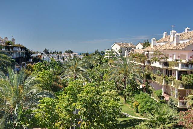 4 bed apartment for sale in Spain, Málaga, Marbella, Nagüeles