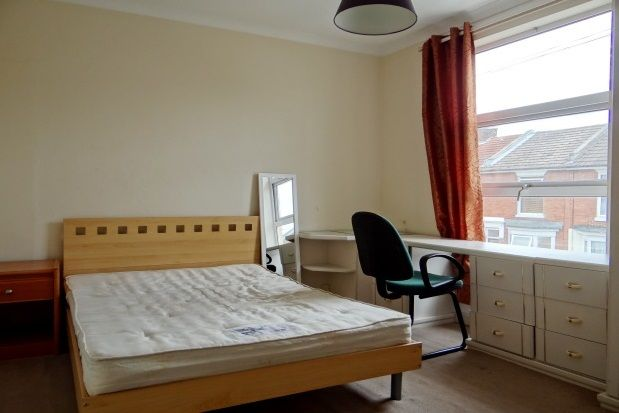 Thumbnail Room to rent in Edmund Road, Southsea