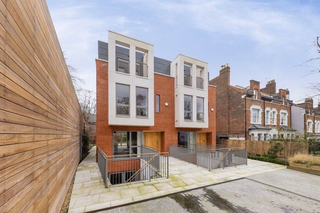 Thumbnail Property to rent in Winchester Place, London