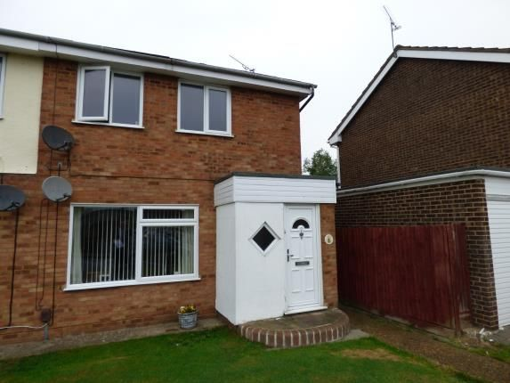 Thumbnail Maisonette for sale in Canvey Island, Essex, Uk